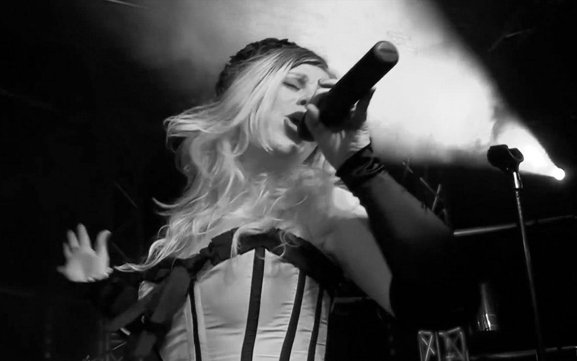 zangeres Laura Schoegje